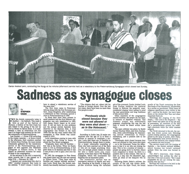 Sadness_as_synagogue_closes